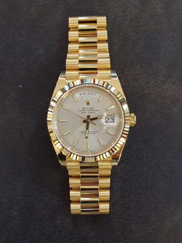 Compra venta Rolex Day-Date 40 Silver dial diagonal motif